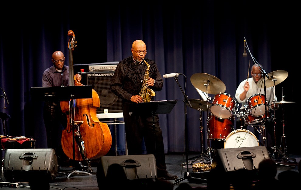 Legendary Jazz Group Trio Performs at Blue Note Jazz Club